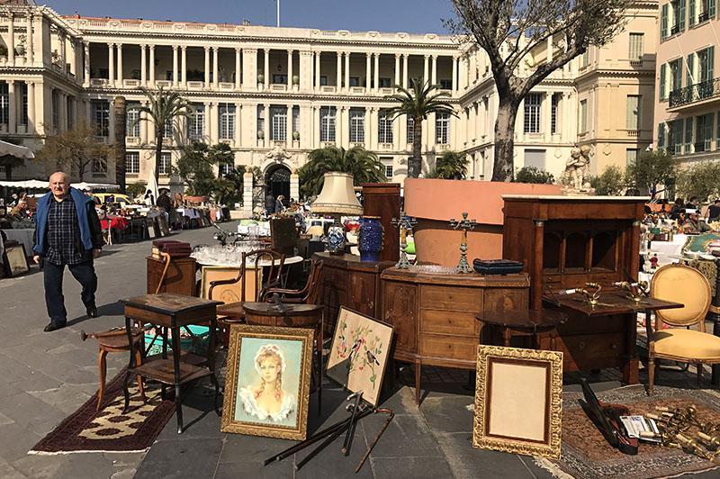 Family Time in Zuid-Frankrijk antiekmarkt Nice
